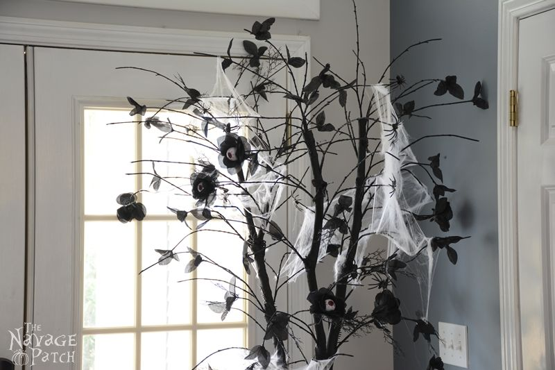 The Halloween Tree   DIY Halloween decoration   Upcycled holiday decoration   Cheap & easy crafts   #upcycled #diy #Halloween #crafts   TheNavagePatch.com
