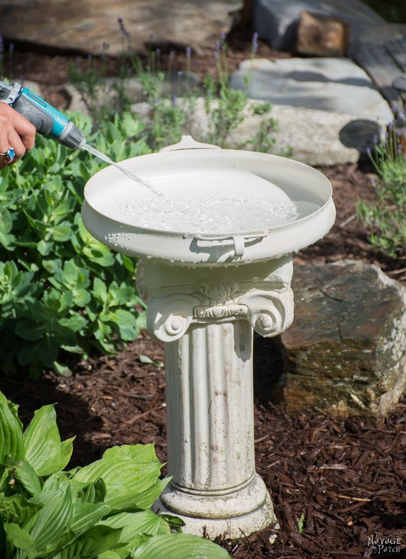 DiY Bird Bath | How to make a bird bath | Simple upcycled garden and backyard decor | DIY garden and backyard decor | Homemade bird bath | The NavagePatch.com