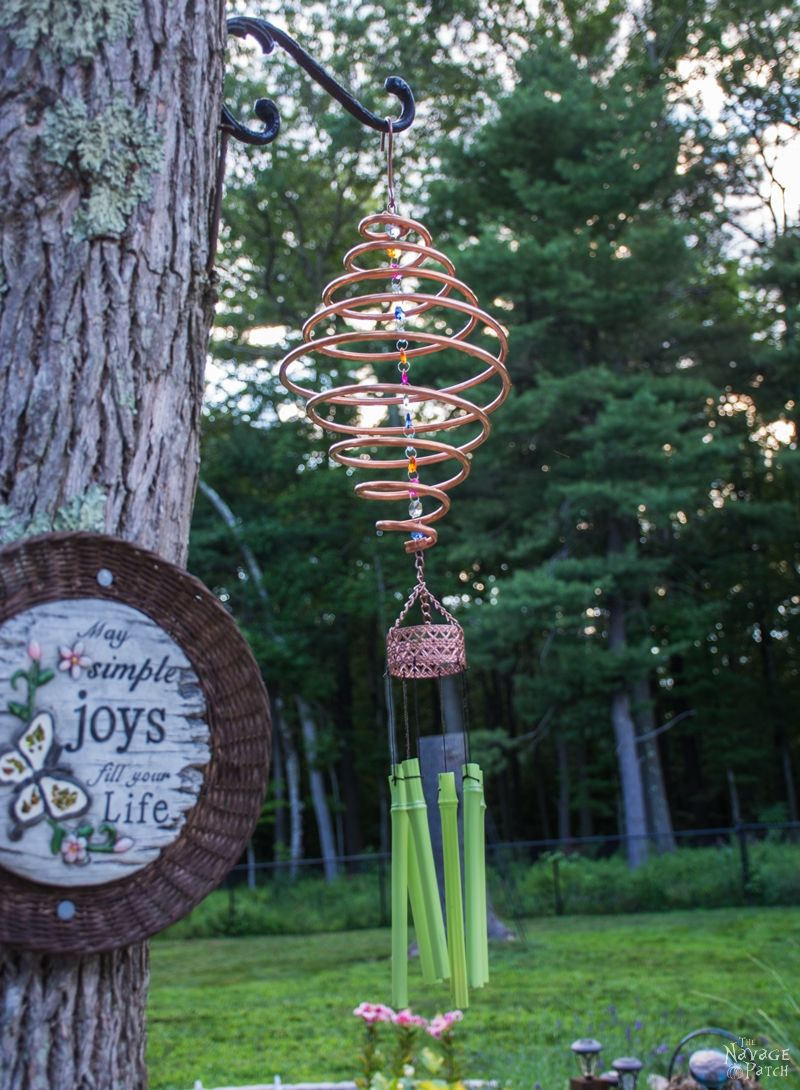 Coiled Copper Wind Chime | DIY wind chime | How make a spiral wind chime from copper | DIY garden decor | Easy & bugdet crafts | Upcycled garden decor | Dollar Store crafts | TheNavagePatch.com