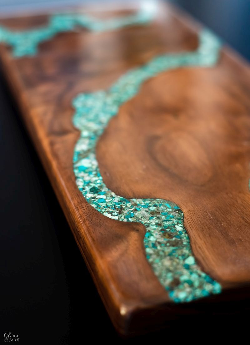 DIY Turquoise Inlay Cheese Board | Handmade cutting board | How to make a cutting board | How to inlay turquoise stone | How to crush turquoise for inlay | How to apply food safe varnish | #TheNavagePatch #diy #tutorial #cuttingboard #turquoise #kitchen #homedecor #DIYhomedecor #woodworking #easyentertaining #cheeseboardideas | TheNavagePatch.com