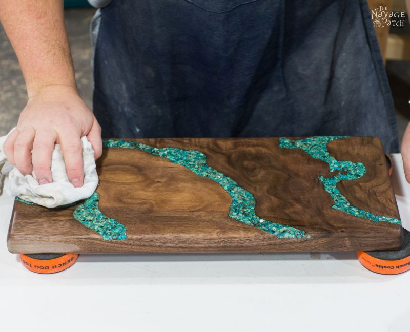 Turquoise Inlay Cheese Board | Handmade cutting board | How to make a cutting board | How to make a cheese board | Step-by-step tutorial for handmade cheese board using walnut and turquoise stone | Cheese board with turquoise inlay | DIY stone inlay | How to inlay turquoise stone | DIY walnut cutting board | DIY walnut cheese board | DIY crushed turquoise inlay | How to crush turquoise for inlay | DIY home decor | DIY kitchen decor | Woodworking & diy | How to apply food safe varnish | TheNavagePatch.com