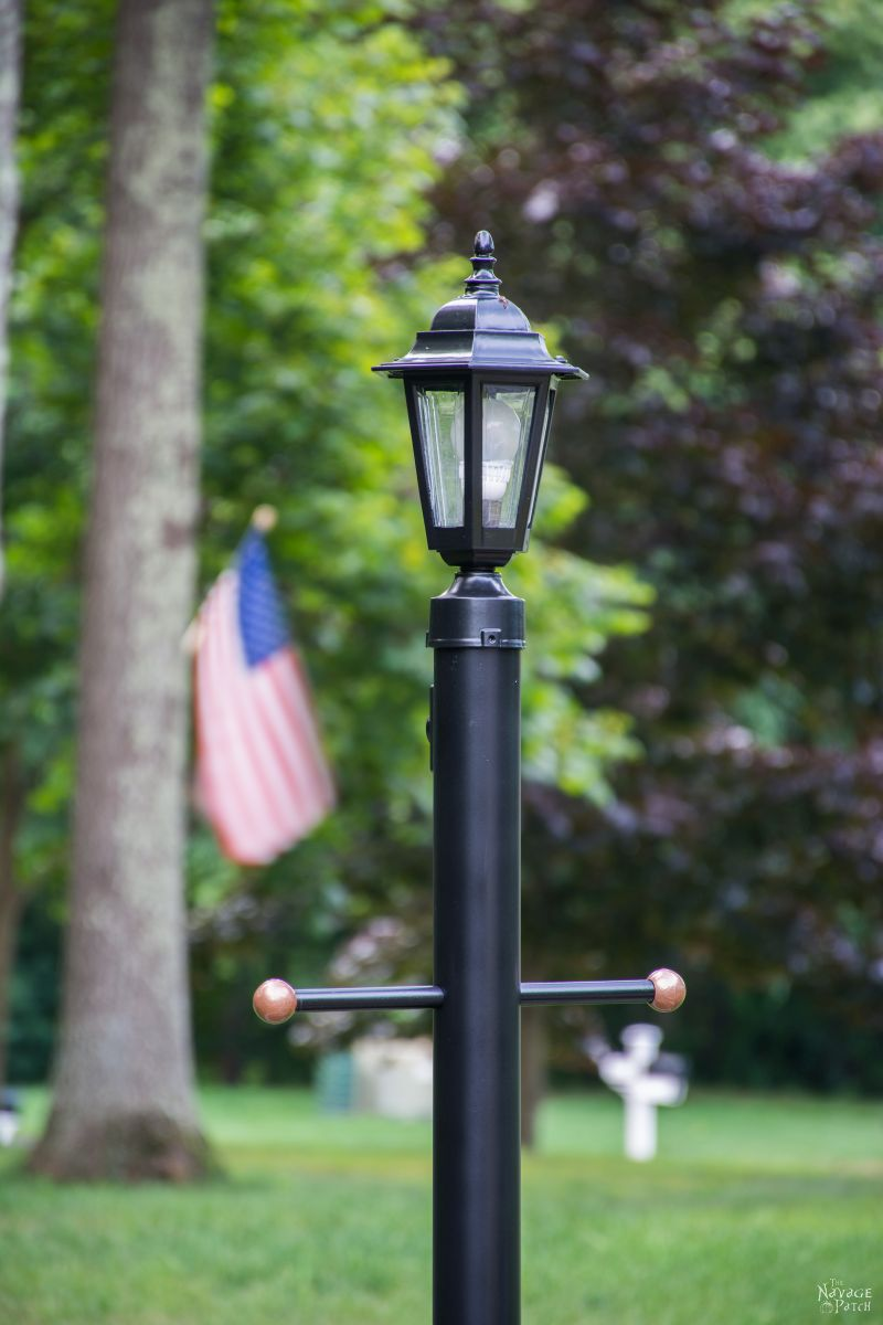 Lamp Post Makeover   How to create a perfect landscape ring   How to create a perfect circle when edging   How to renew your lamp post within hours   How to increase curb appeal on a budget   DIY curb appeal   DIY edging   #TheNavagePatch #DIY #Landscaping   TheNavagePatch.com