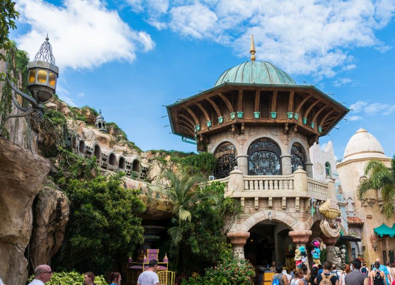 The Navages' Universal Studios and Disney Holiday | Orlando theme parks review: Universal Studios vs Disney World | Hilton Buena Vista Palace review | The best Starbucks shop in Orlando | Orlando theme parks and attractions | Hotels in Orlando | TheNavagePatch.com