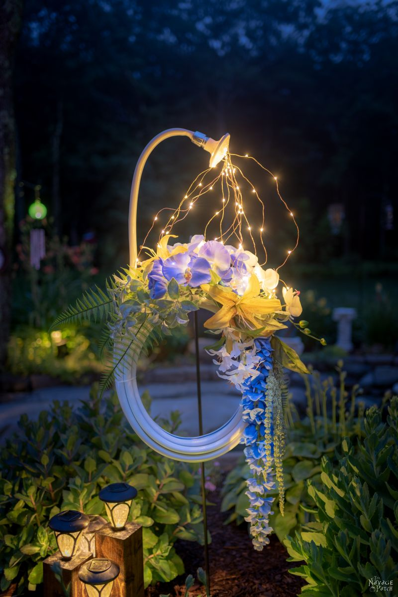 Lighted Garden Hose Wreath | DIY ligthed summer wreath | Garden hose watering lights | Repurposed garden shed decor | Upcycled backyard decor | Summer wreath with fairy lights | #TheNavagePatch #GardenShed #garden #DIY #gardendecor #Upcycled #Repurposed #summerwreath #gardenart #diycrafts #Porchdecor #backyard #easydiy #outdoors #summerlife | TheNavagePatch.com