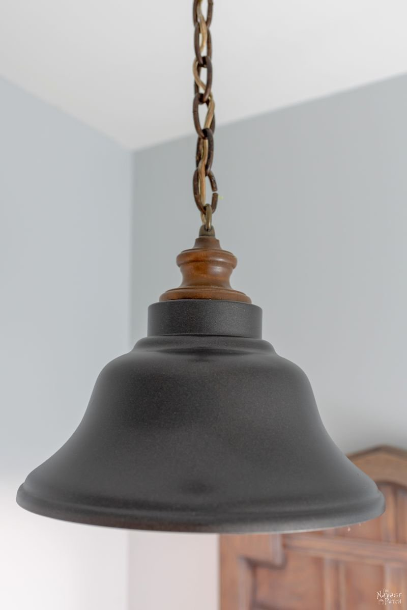 DIY Pendant Light Makeover | Farmhouse style lamp makeover using just paint | How to paint your old light fixture | Upcycled hanging lamp | #TheNavagePatch #DIY #easydiy #upcycled #farmhouse #farmhousedecor #upcycled #rustoleum #lightfixture | TheNavagePatch.com