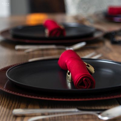 DIY Halloween Napkin Rings | Gold fang napkin rings for a beautiful Halloween tablescape | Easy DIY gold napkin rings | DIY Dollar Store Halloween table decoration ideas | DIY vampire themed table decoration | Upcycled and Repurposed Halloween decor | #TheNavagePatch #Upcycled #halloweendecorations #halloween #easydiy #DIY #DollarTree #DollarStore #halloweencrafts #vampire #halloweenparty #dracula | TheNavagePatch.com
