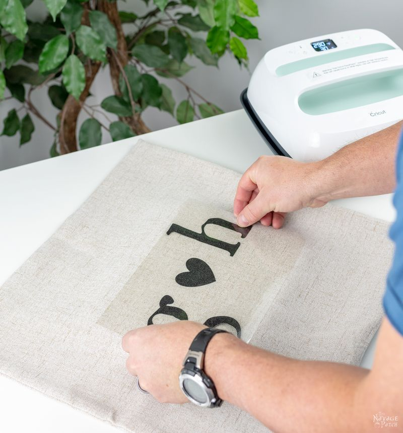 DIY Iron-On vinyl Pillow | TheNavagePatch.com