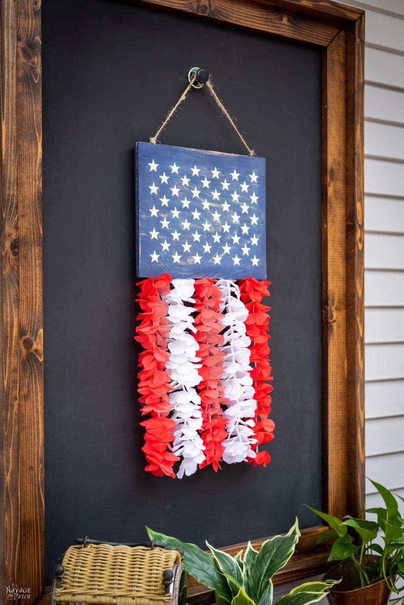 DIY Patriotic Door Hanger | TheNavagePatch.com