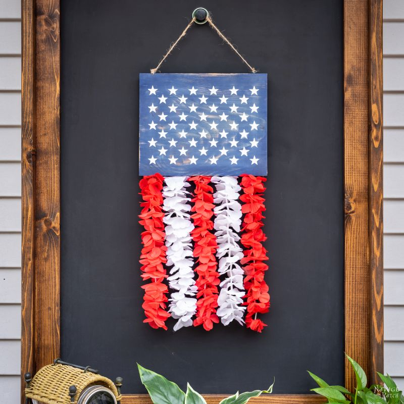 DIY Patriotic Door Hanger | TheNavagePatch.com