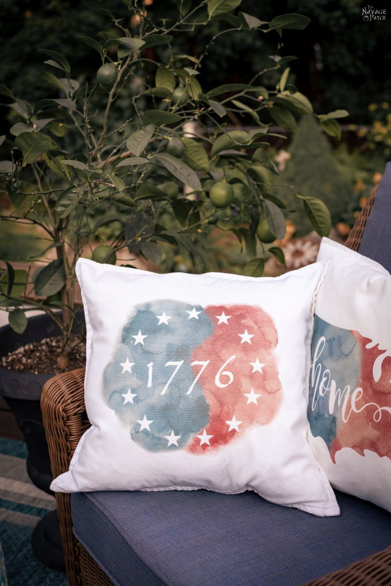 Easy DIY Patriotic Pillows | TheNavagePatch.com