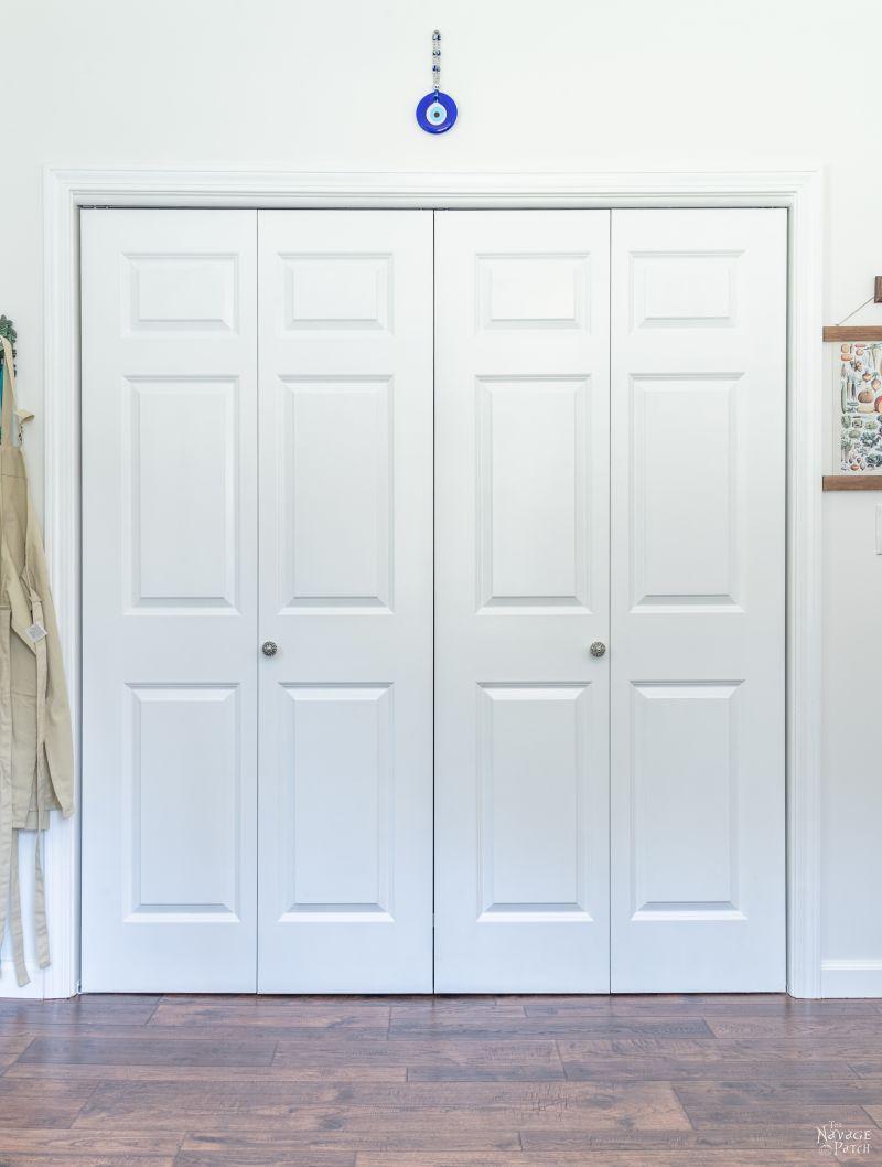 closet with closed bi-fold doors