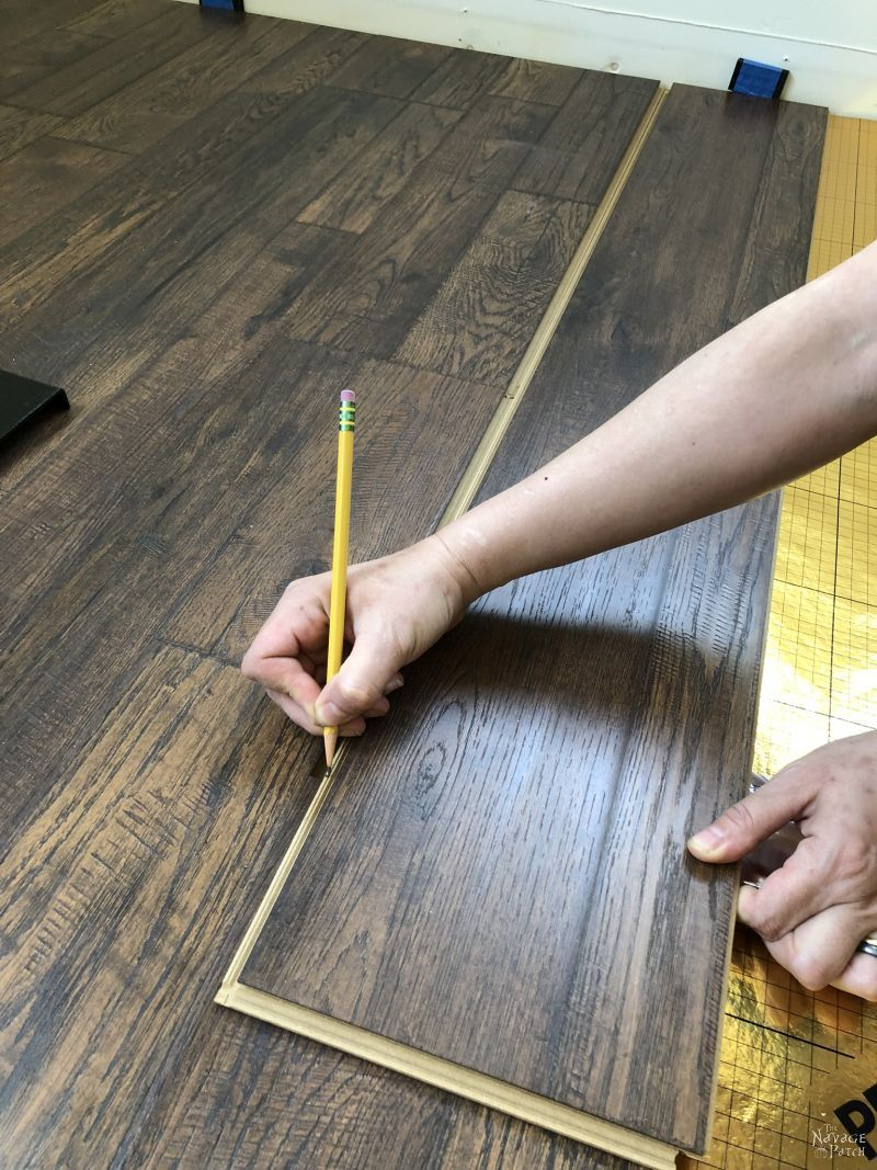 marking a laminate floor board for cutting