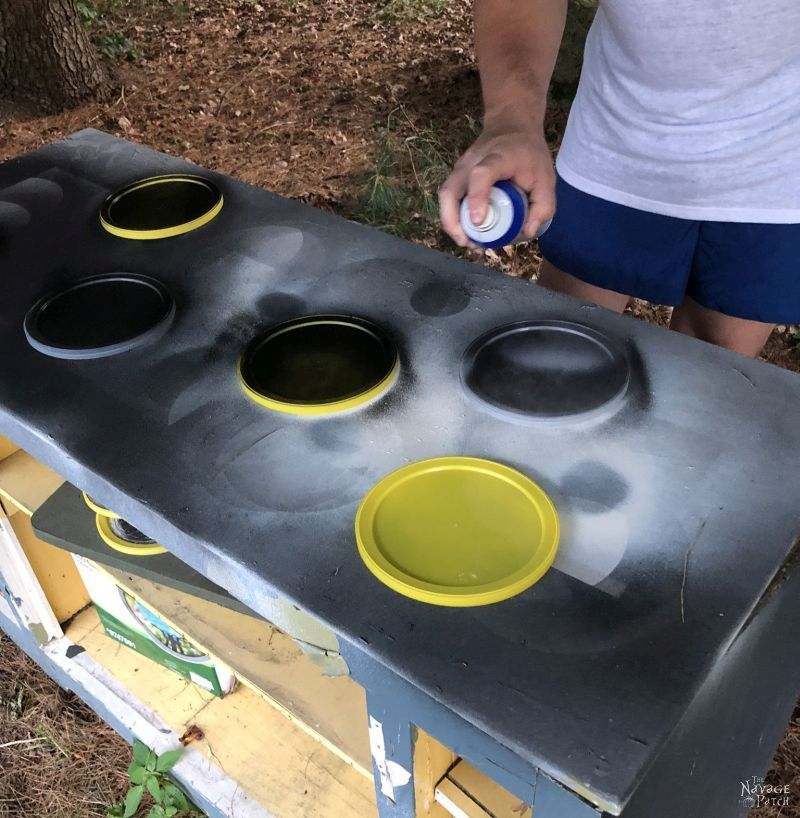 spray painting plastic coffee can lids with plasti dip. how to paint plastic.
