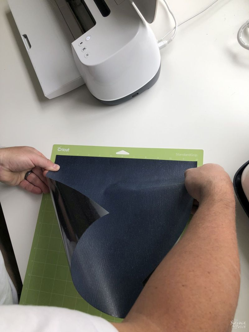 putting heat transfer vinyl on a cricut cutting mat