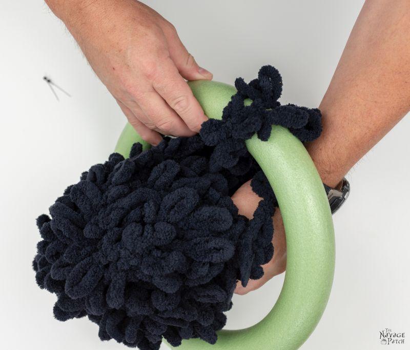 making a diy spider wreath with loop yarn