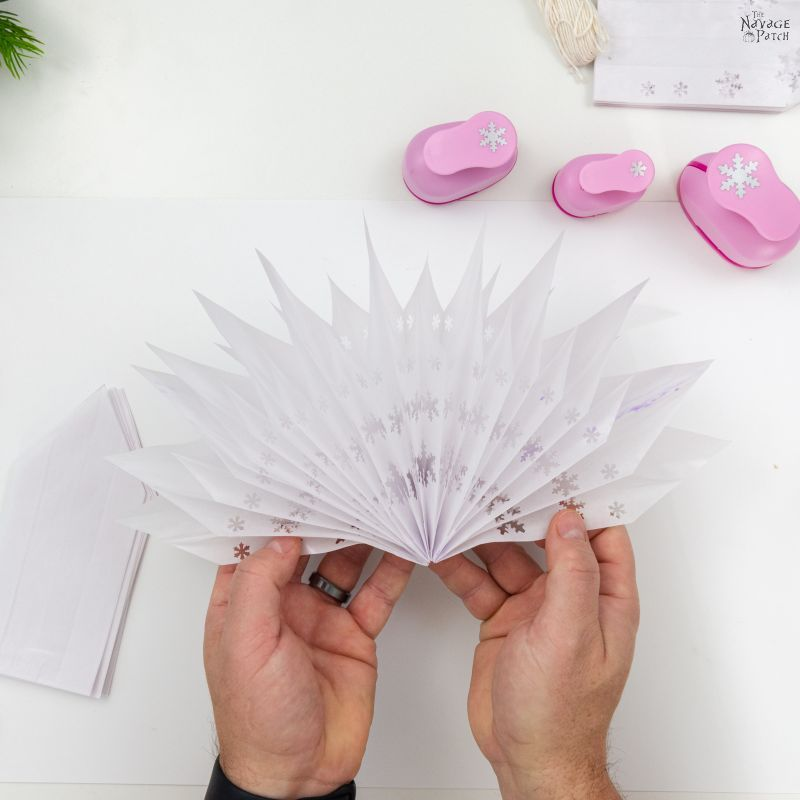 making 3-d paper snowflake stars