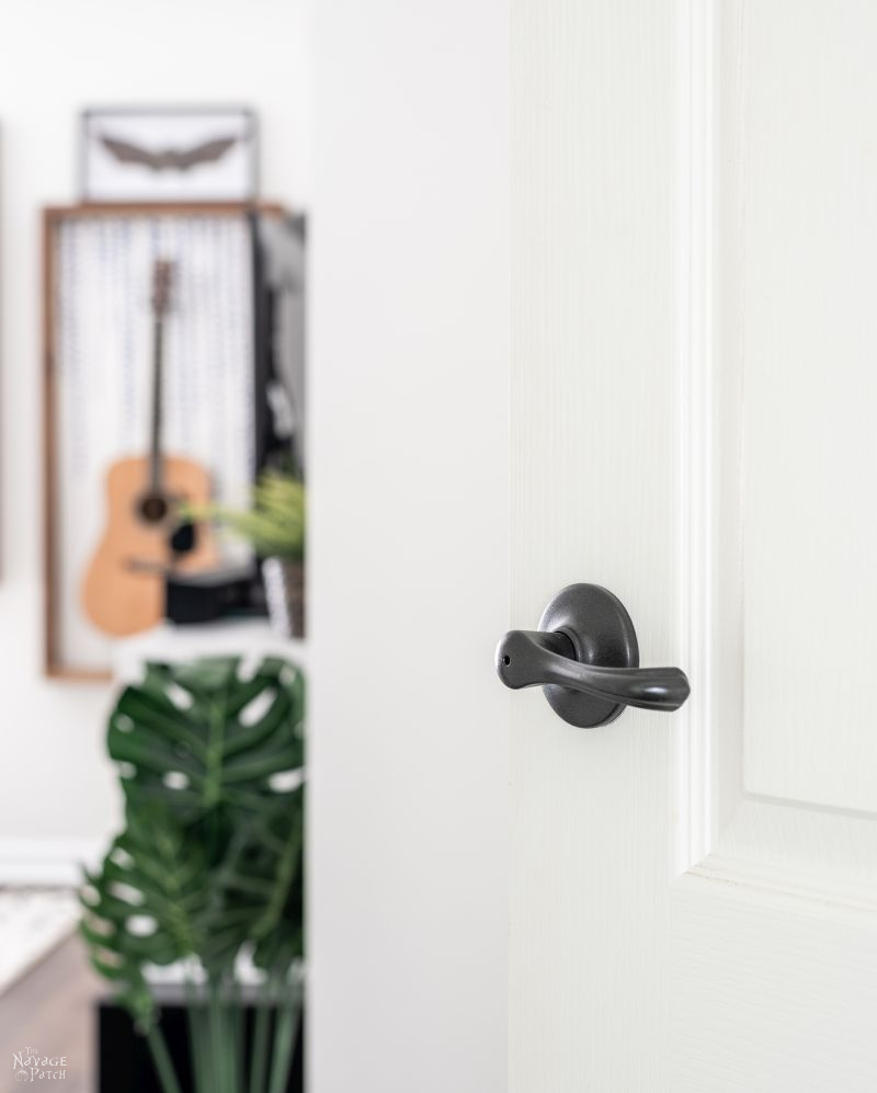 How to Spray Paint Door Knobs Without Sanding