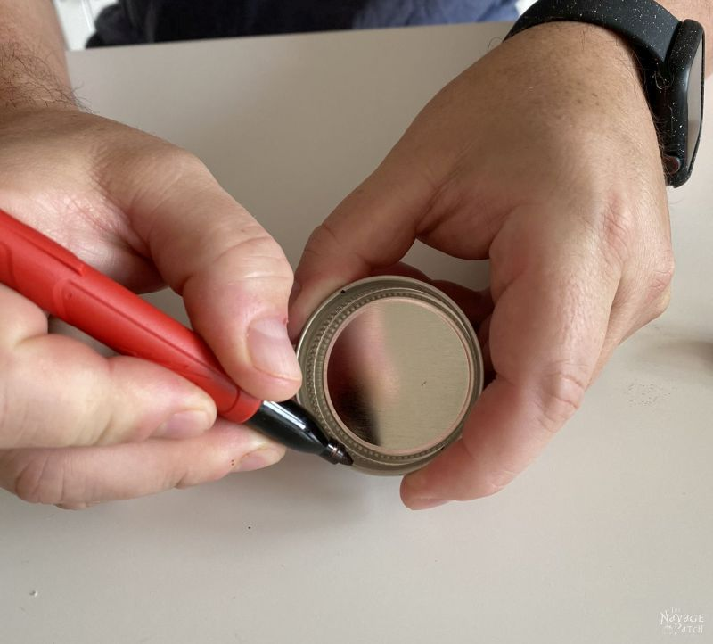 marking a lid with pen