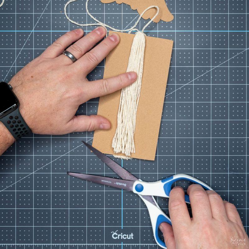 cutting string for a tassel