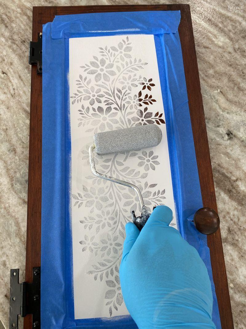 applying primer to a stencil