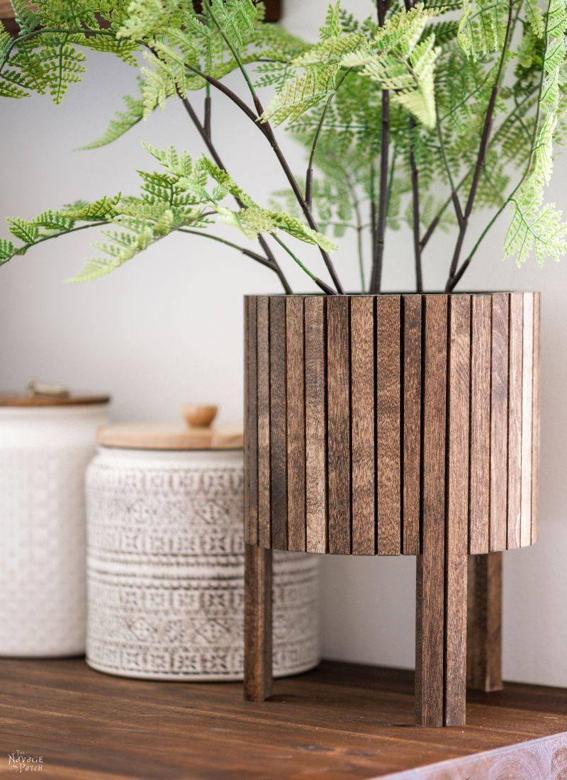 DIY Wood Dowel Planter - TheNavagePatch.com
